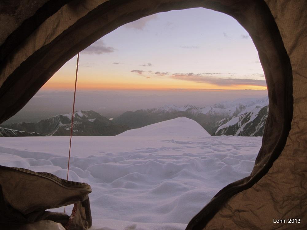 Amanecer en el pico Lenin - Alex en Kirguistán